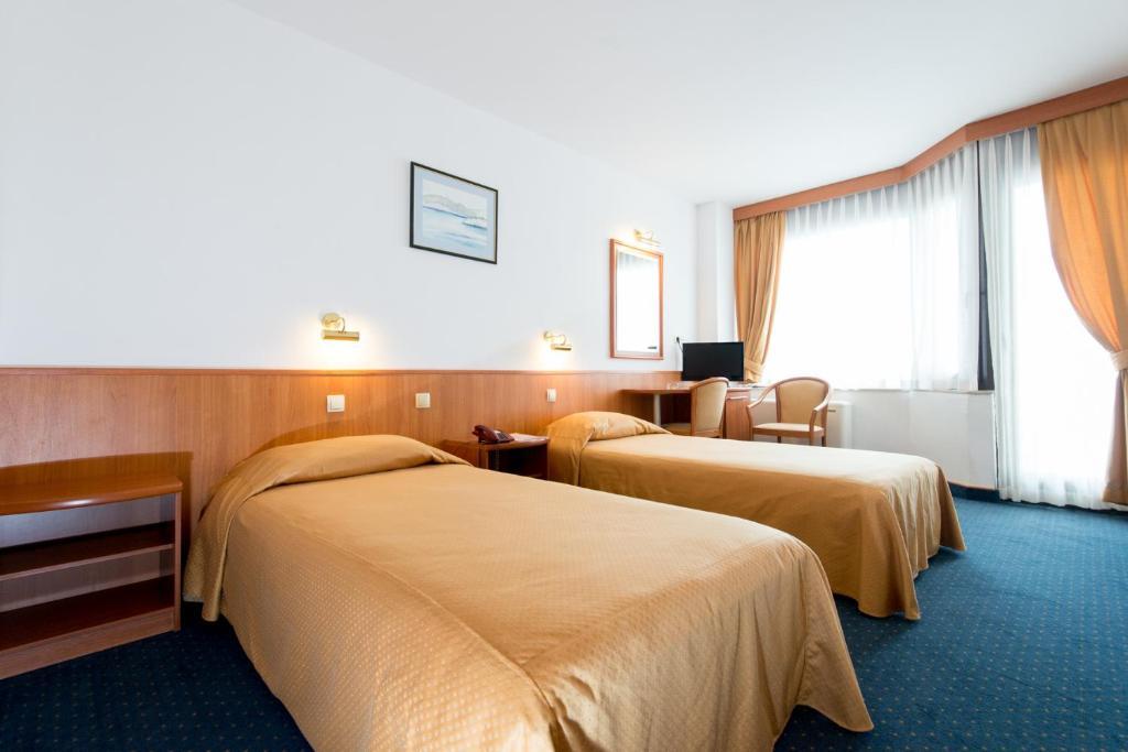 Slike/300x241/hotel-soba-lux-4-01.jpg